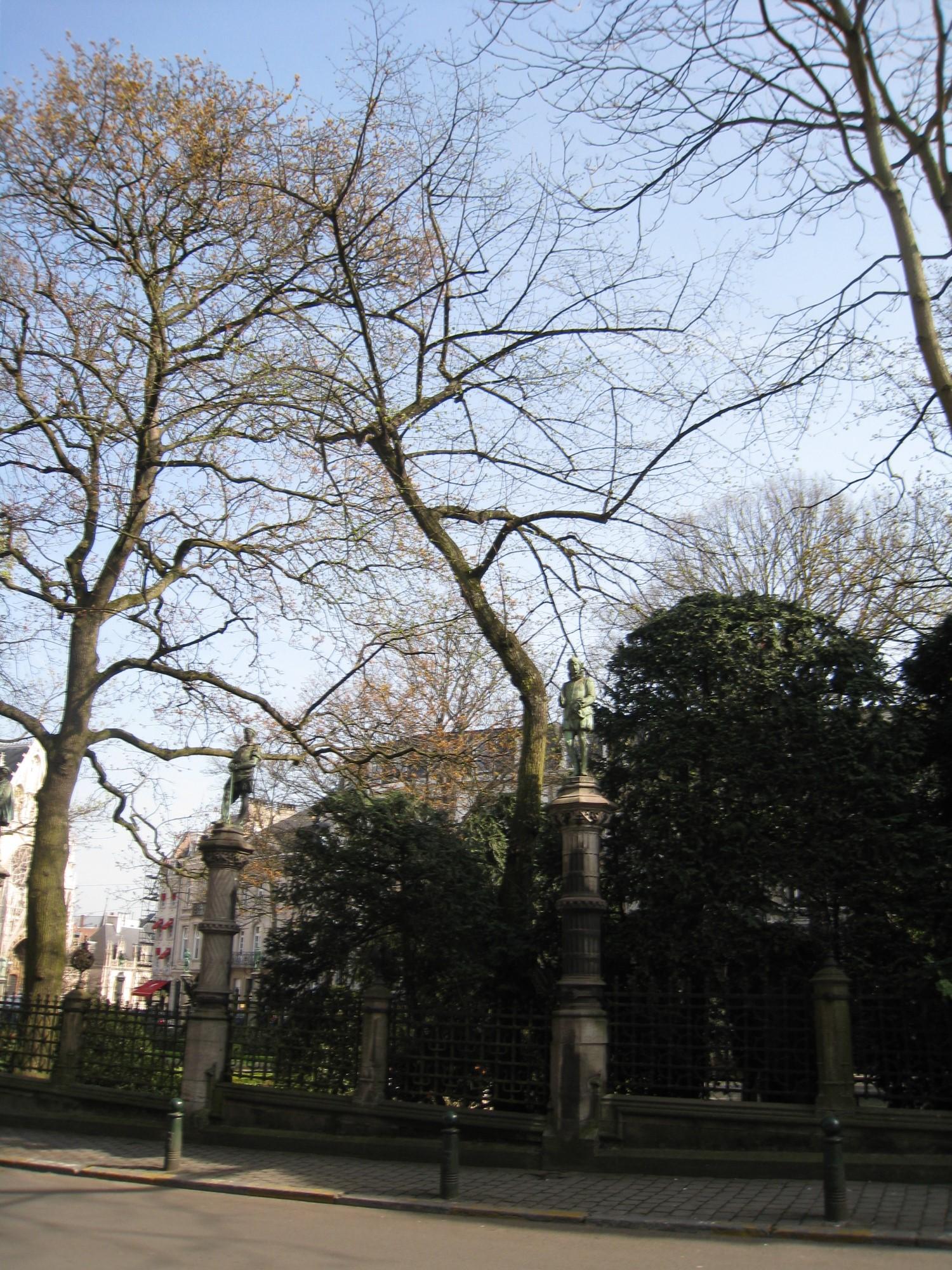 Tilleul à larges feuilles – Bruxelles, Square du Petit Sablon , Place du Petit Sablon –  09 Avril 2010